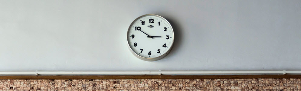 A photo of a clock representing the time of your low vision examination